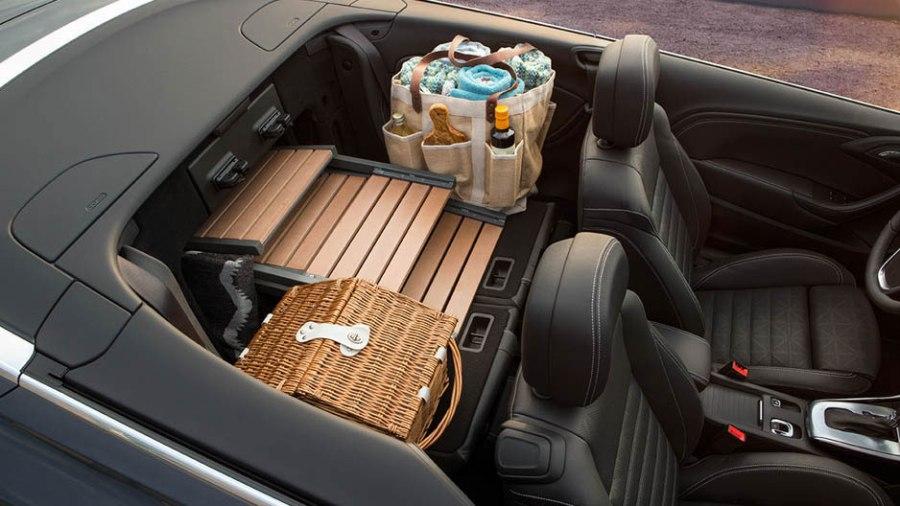 2016-buick-cascada-mov-interior-938x528-16BUCA00019_V3